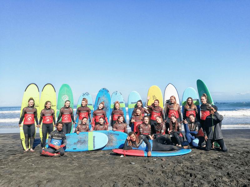 Gran Canaria Girls Surf Camps Lekcja surfingu dla dziewczyn na plaży