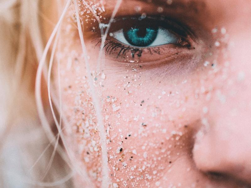 Jak dbać o skórę podczas uprawiania surfingu i innych sportów wodnych