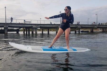 Miłość od pierwszego pływania – historia SUPerki i skimboarderki Ani