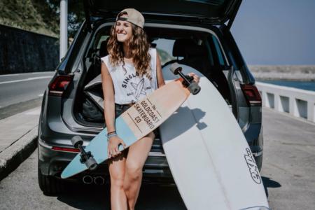 Surfing jest dla mnie jak granie muzyki – historia surferki Moniki