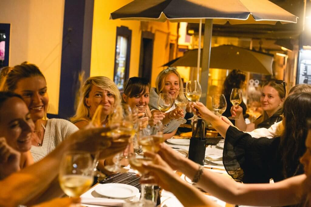 pyszne portugalskie jedzenie i wino
