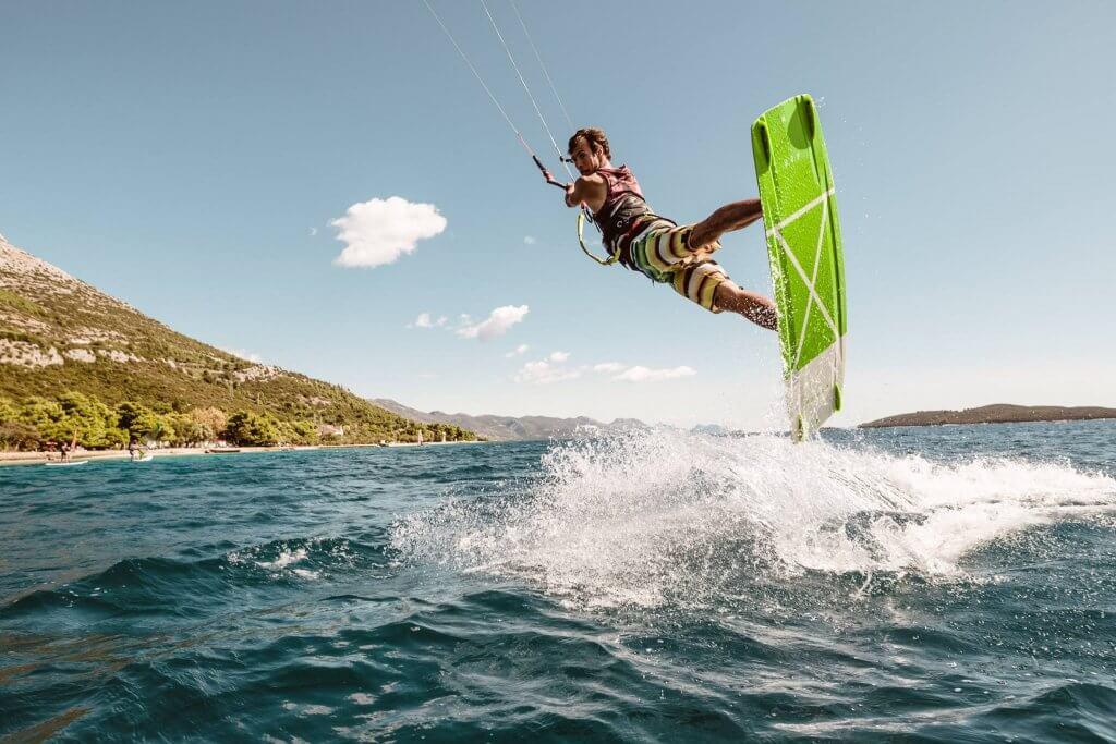kitesurfer freestyle